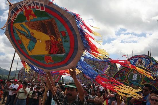 Guatemala-kite-festival3-550x366 3