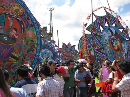 Guatemala-kite-festival5-550x412 5